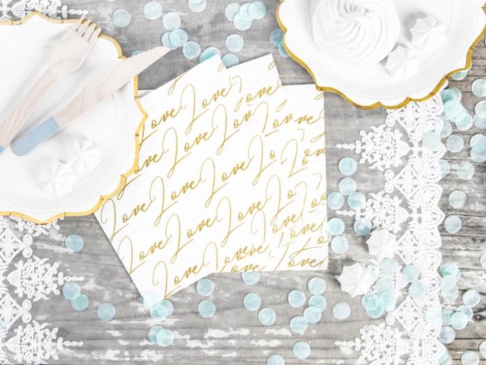 Servetele de hartie cu inscriptia LOVE 0